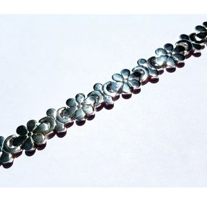 Jewelry - Silver Flower Bracelet Daisies Moon Daisy Chic!